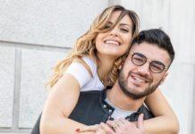 Lorenzo Riccardi e Claudia Dionigi fanno un tatuaggio di coppia pronti per la convivenza