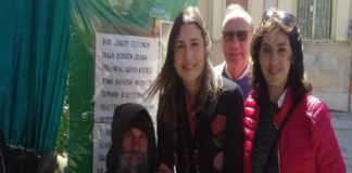 Claudia Koll a Palermo, l'ex attrice prega con Biagio Conte per i migranti