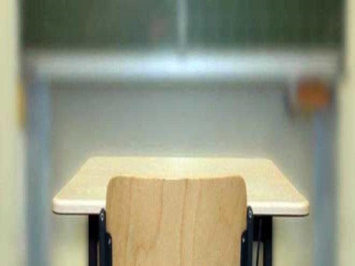 Verona, lancia i banchi contro gli alunni: arrestato insegnante accusato di maltrattamenti